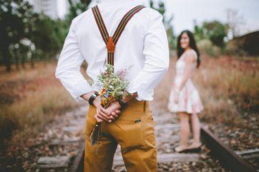 既婚者同士の心の繋がり方と本気度が高く両思いだと確信するサイン。好意があっても何もしない二人が恋愛をはじめるきっかけとは?