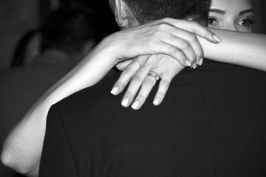 独身男性が既婚女性を好きになる事なんてあるの?独身男性の本音や本気のサインや落とす方法まで完全紹介