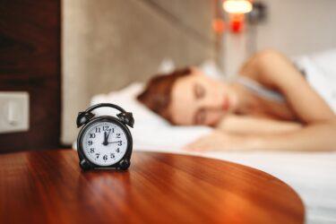 夜中に目が覚めるのはなぜ?スピリチュアル的側面と心とカラダからのメッセージ