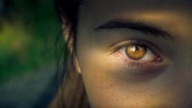 目の端に光が走るのは?スピリチュアルメッセージと自己能力の開花の暗示かも